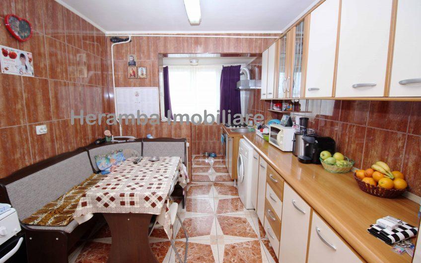 Apartament decomandat modernizat bloc 1983 8/8